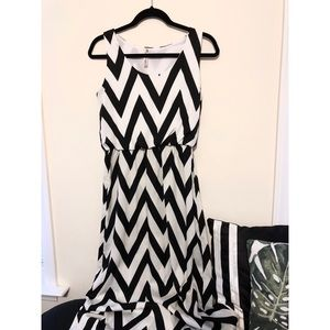 Dresses & Skirts - Black and White Chevron Maxi Dress (L)